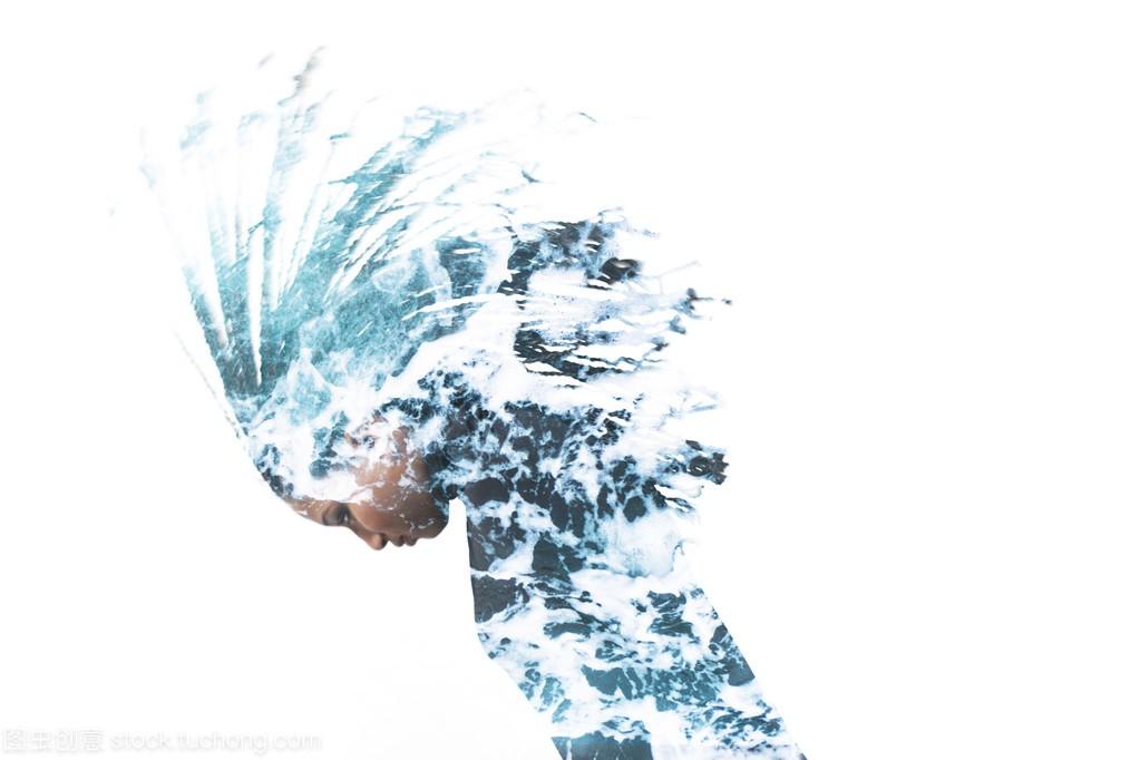 二次曝光的女生扔她的头发和海上的泡沫宿舍女孩延安大学图片