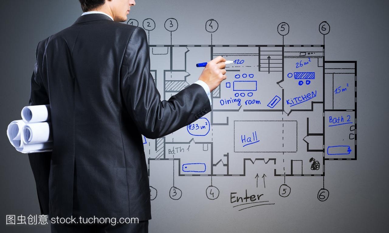 工程师绘制建筑设计图鸽棚高度设计图图片