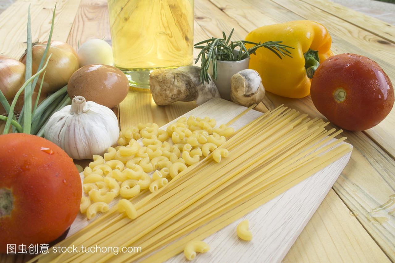 意大利食谱蔬菜食谱成分表上面条中草药图片