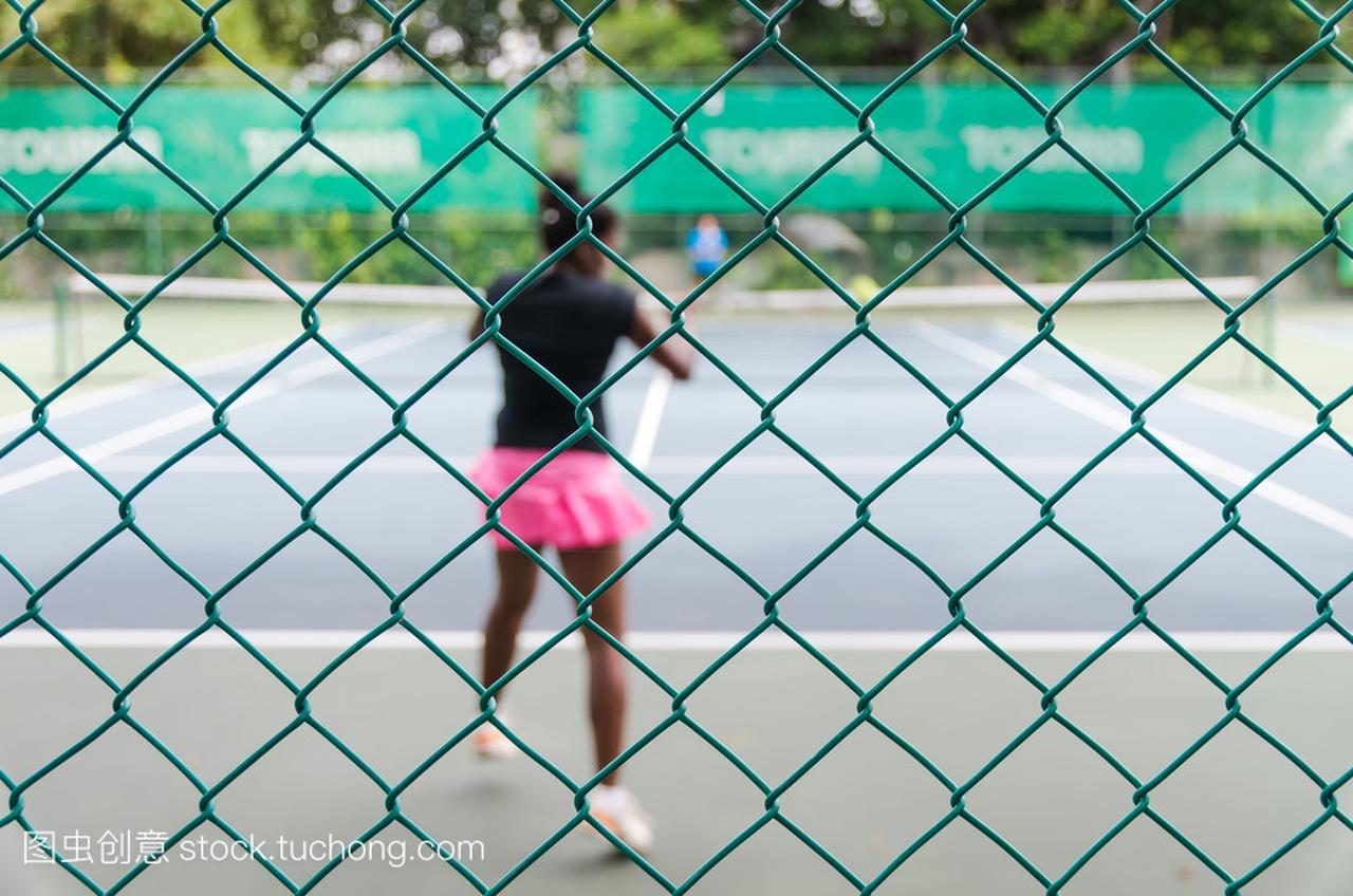 散焦和模糊的网球场与体育选手的概念蹦床的照网球真人注意事项图片