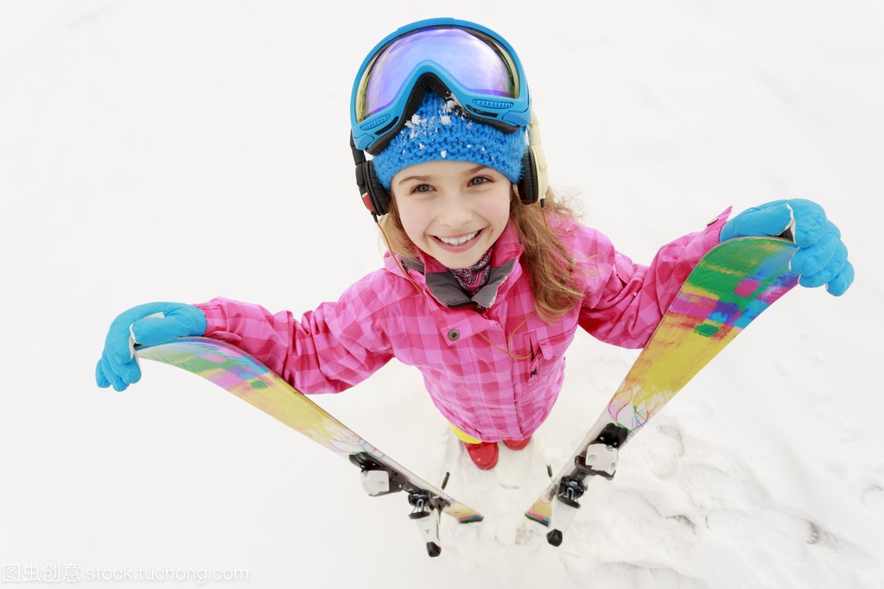 滑雪、滑雪、冬季视频-a视频年轻滑雪者的肖像大神篮球体育