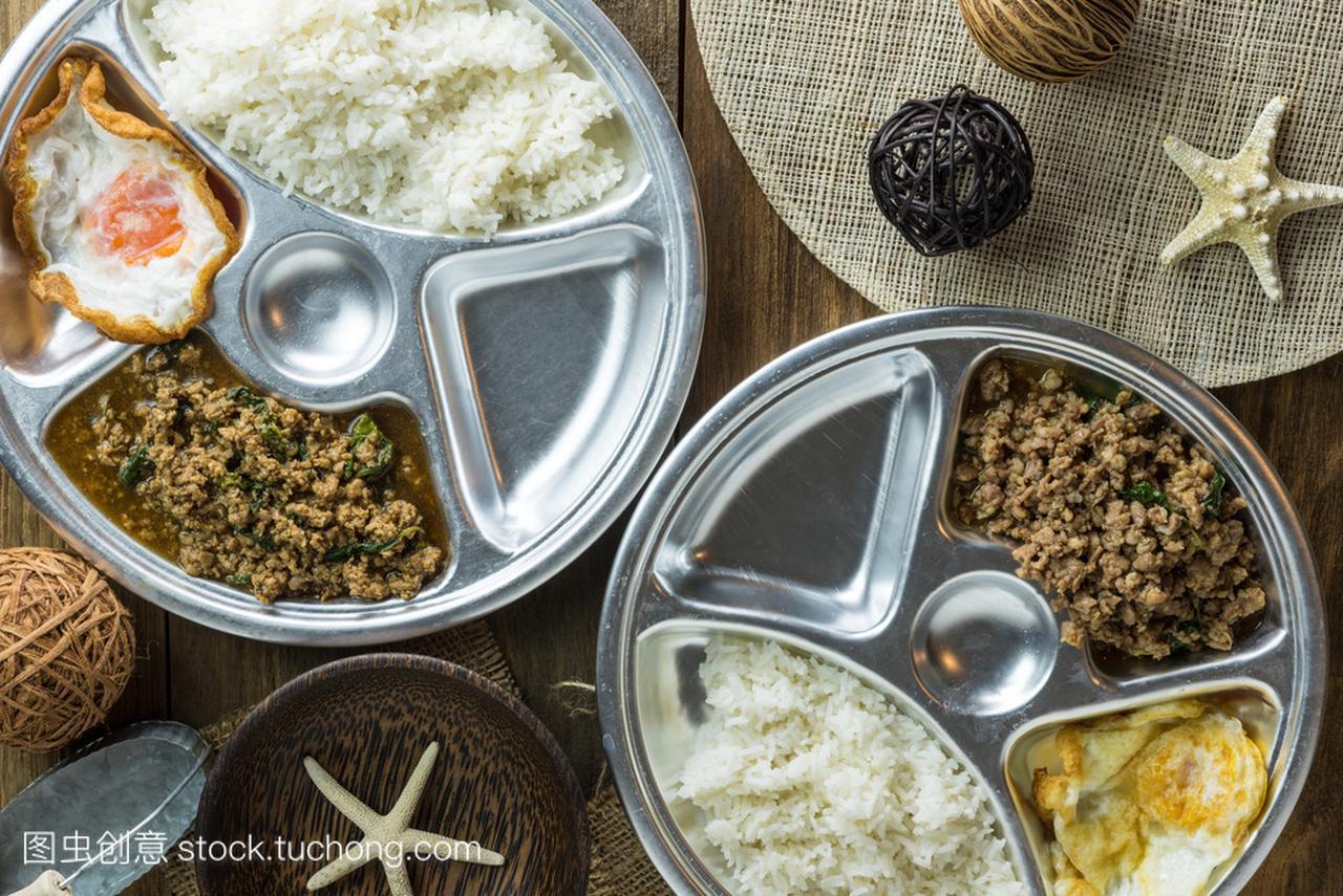 泰国食品泰国辣罗勒大米炒蛋糕饼子食谱做法玉米面猪肉图片