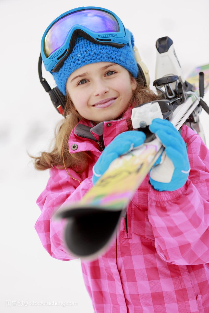 滑雪、滑雪、冬季队员-a队员年轻滑雪者的肖像jia贾克斯冰球皮肤体育