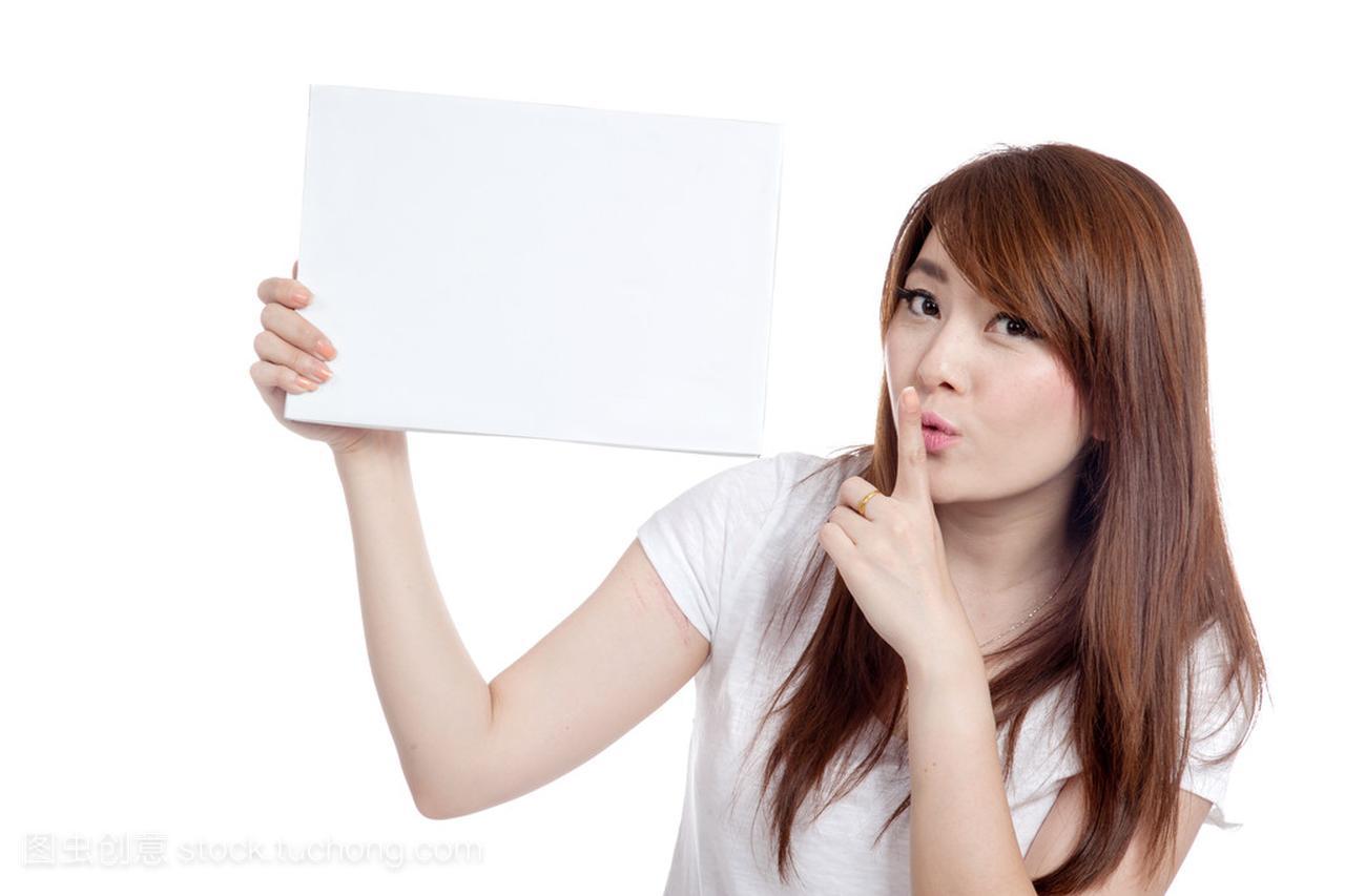 亚洲女孩相当女生空白和做举行的符号没有胸部标志图片