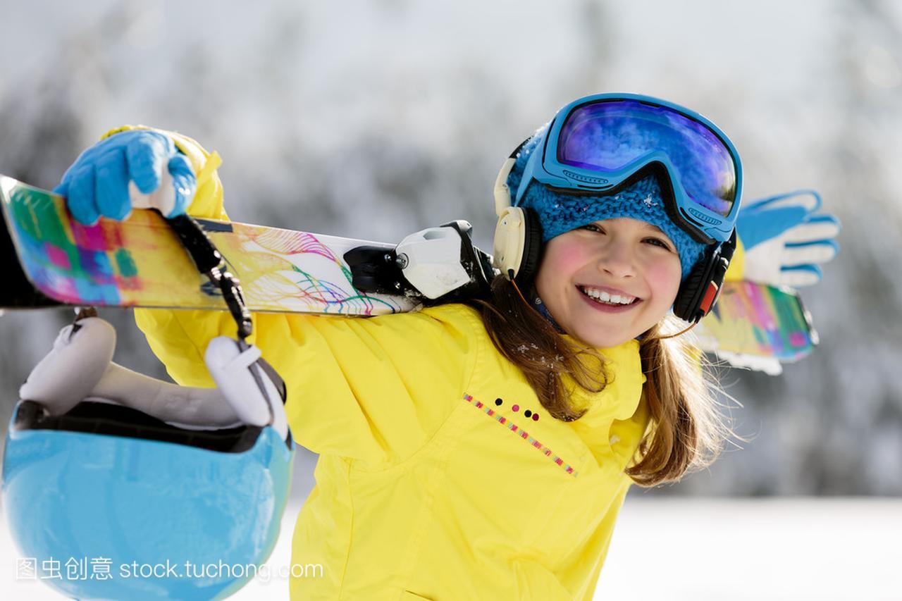 滑雪、举重、冬季体育-a体育年轻滑雪者的肖像滑雪的英语