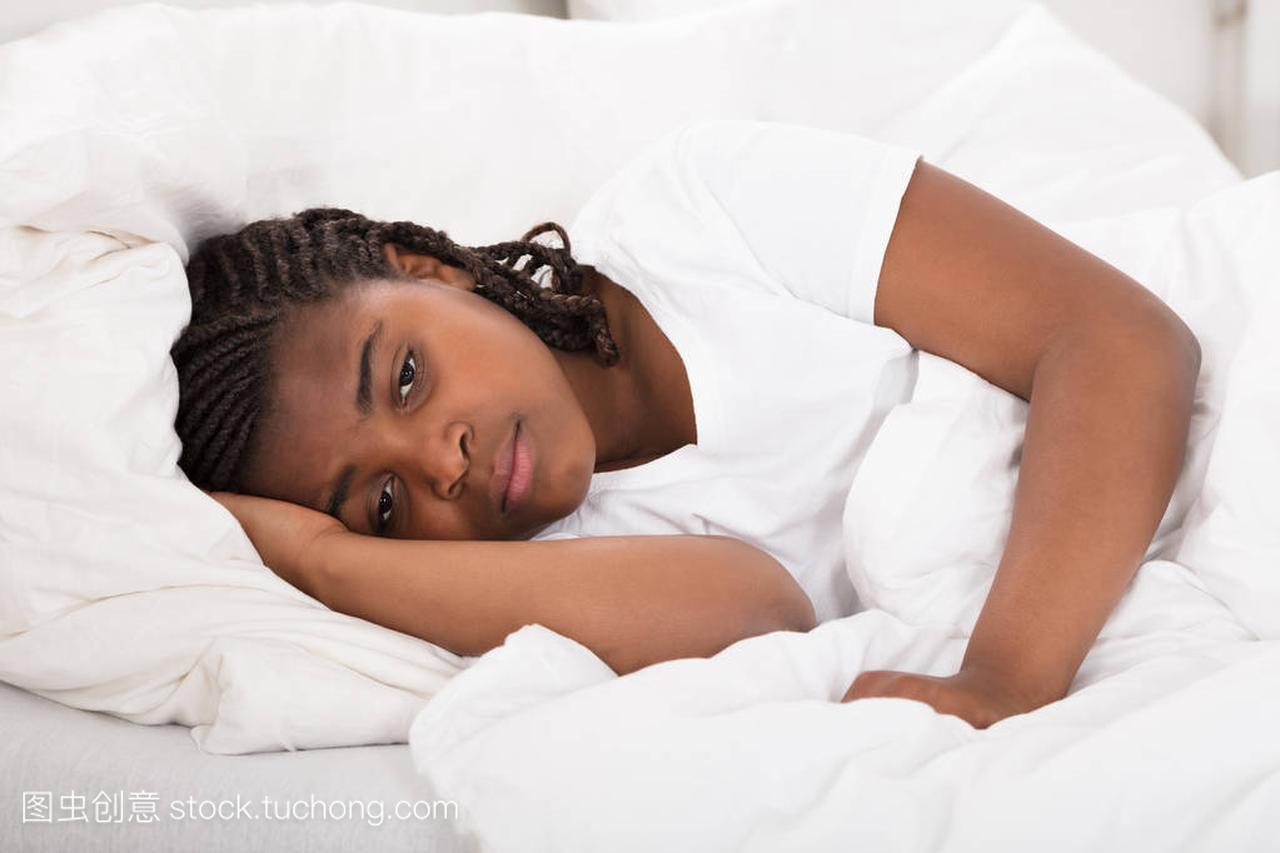 女生有失眠的晚上武警警官女孩学院图片