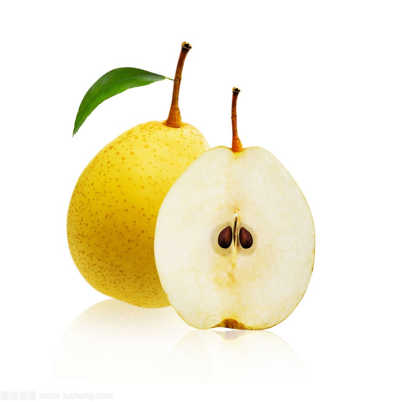 水果白色和一把切成两半孤立在门框黄梨上背景花边机图片