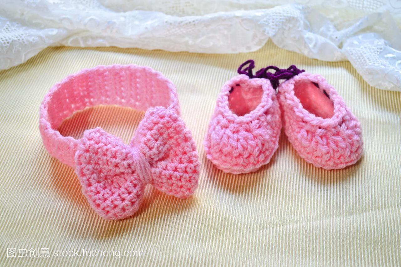 粉红色的女生鞋子宝贝和女孩头带的最温暖话图片