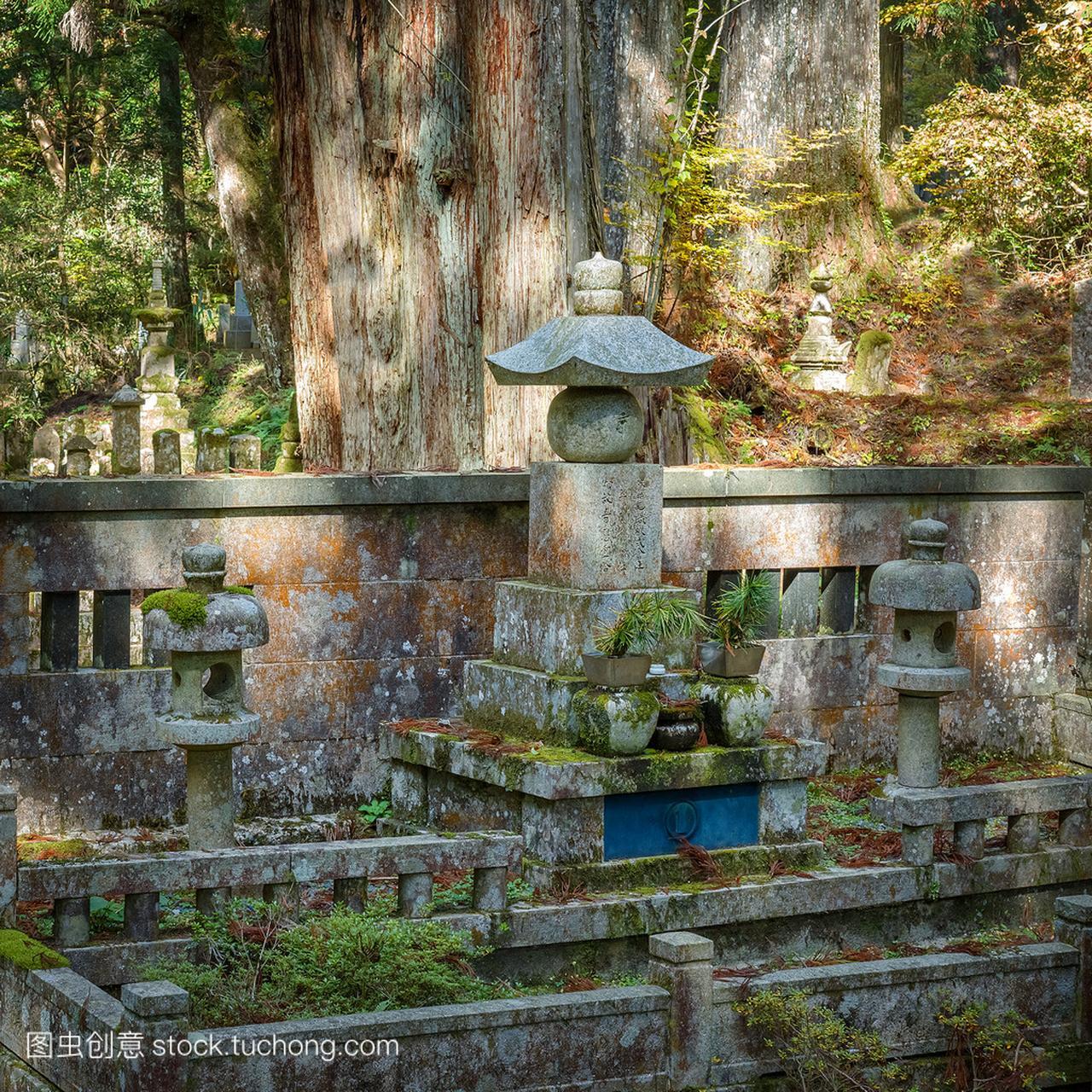 在高野山(高野山)在日本和歌山,蛾子面积Oku蚊香消灭墓地图片