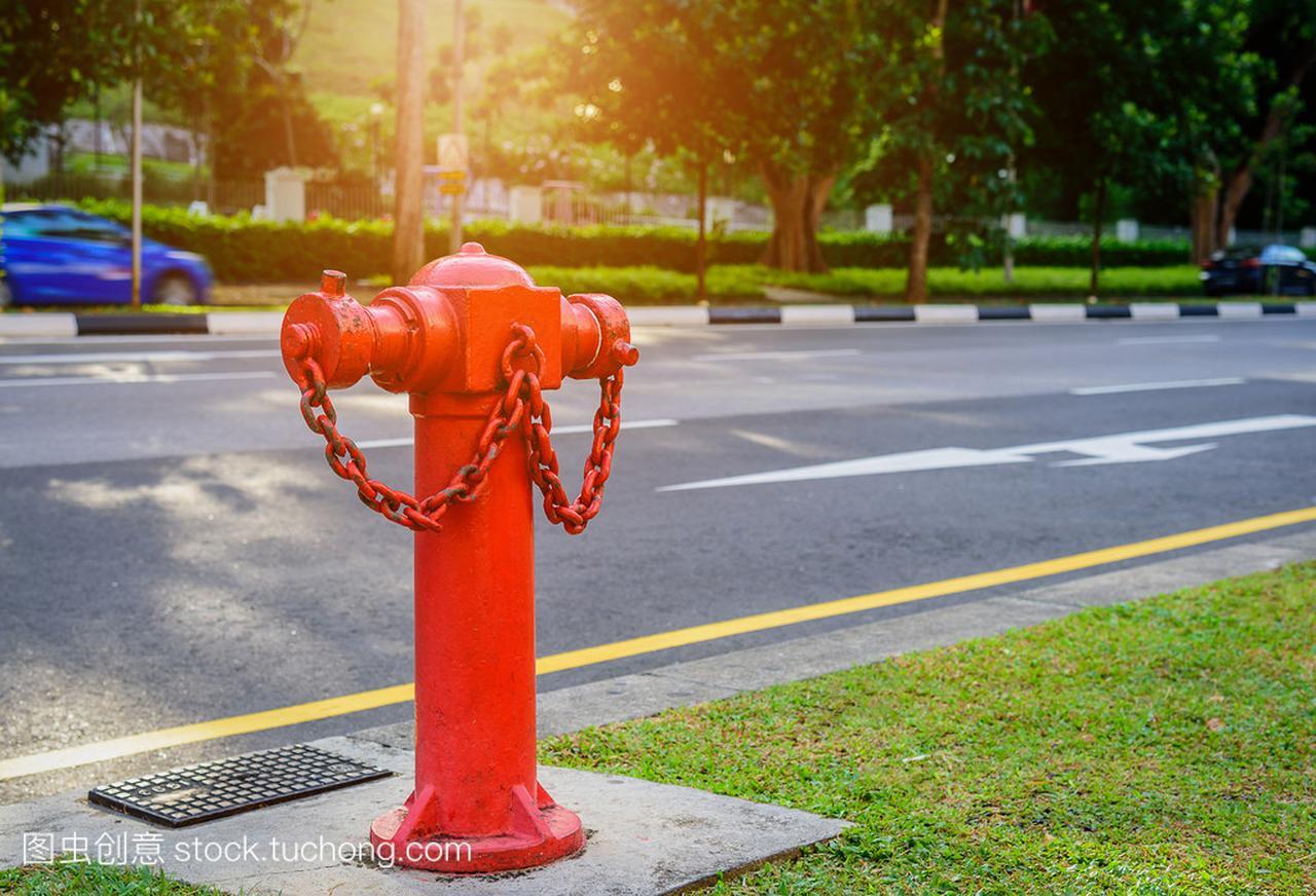 火红色消防栓图纸附近的道路。消防应急消防访头水管象制作餐椅图片