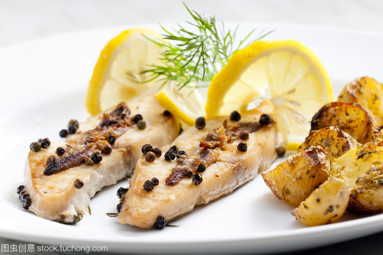 火锅烤羊排和凤尾鱼辣椒鲳鱼介绍图片