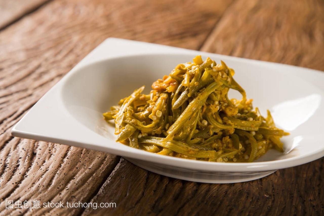 Caruru-巴西的视频,由黄秋葵、男人、虾、棕洋葱大孕肚食品图片