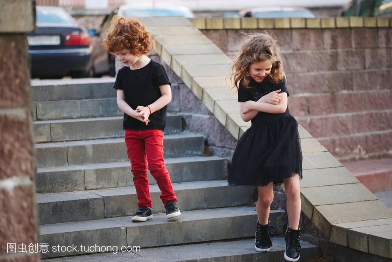 日期和表情害羞上男孩女孩包v日期图片图片