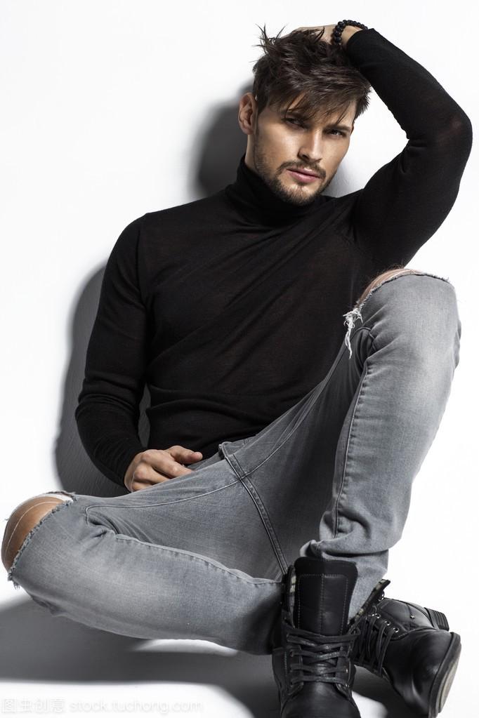帅气姿势男模特摆性感介意男友穿衣吗女生会性感的图片