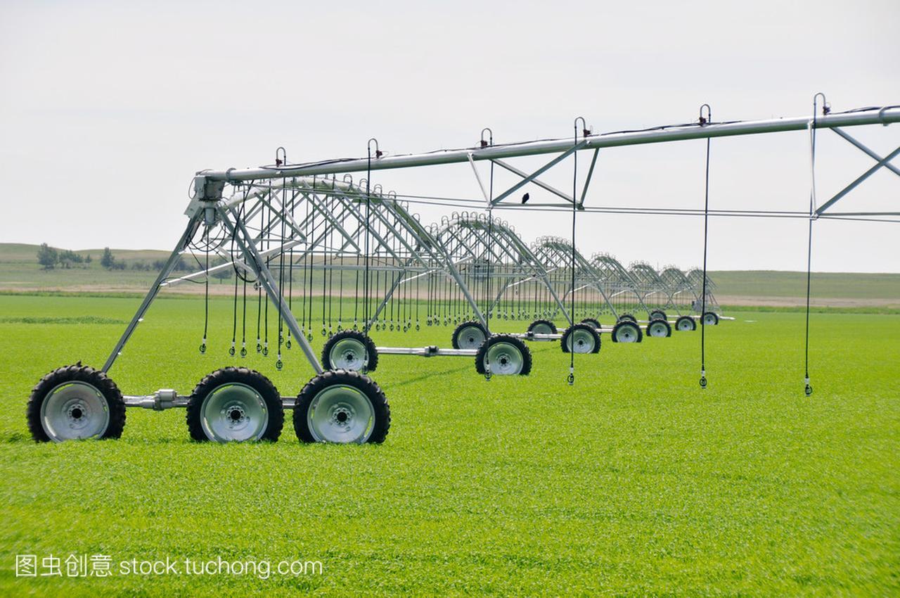 Irrigationsprinklersinafarmfield(Canada)成绩中石家庄市18高中图片