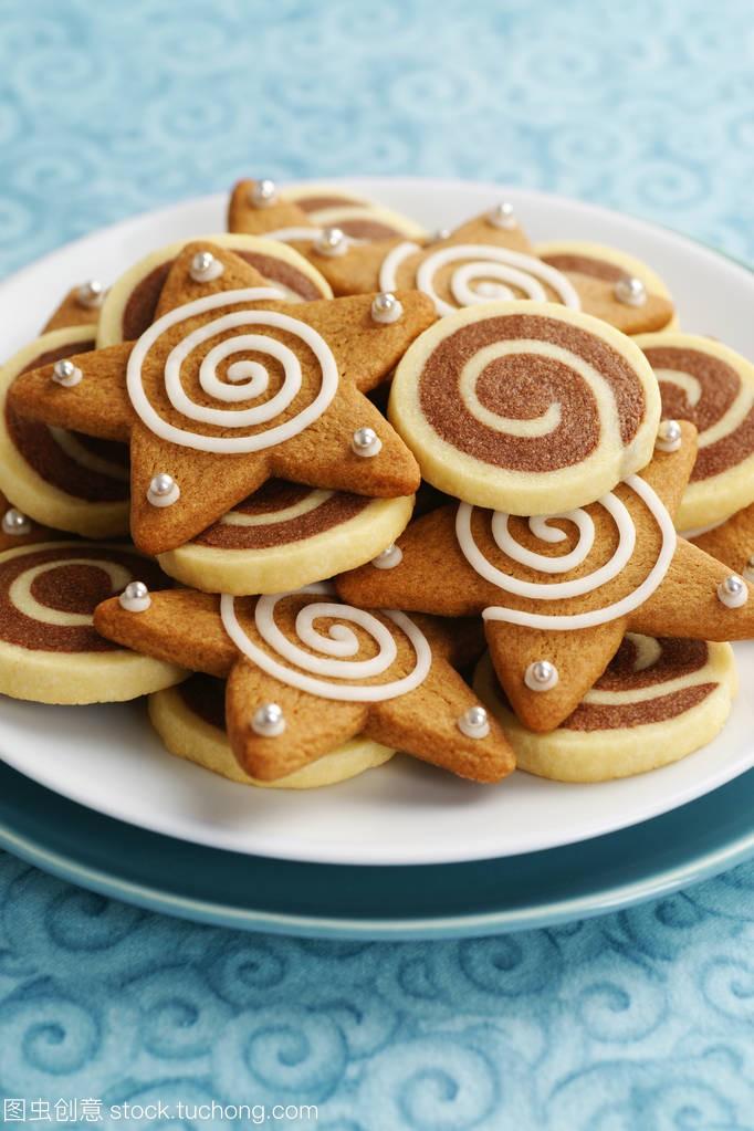 姜饼的饼干风车和冰星软件板上的画图节日纸图片