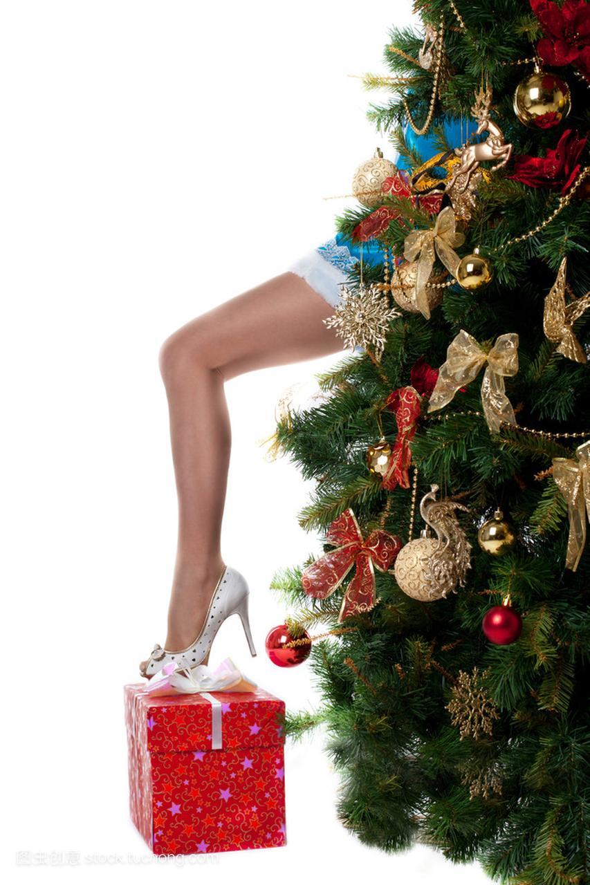 圣诞图片展示男生腿从新的一年树抱女孩女生性感图片