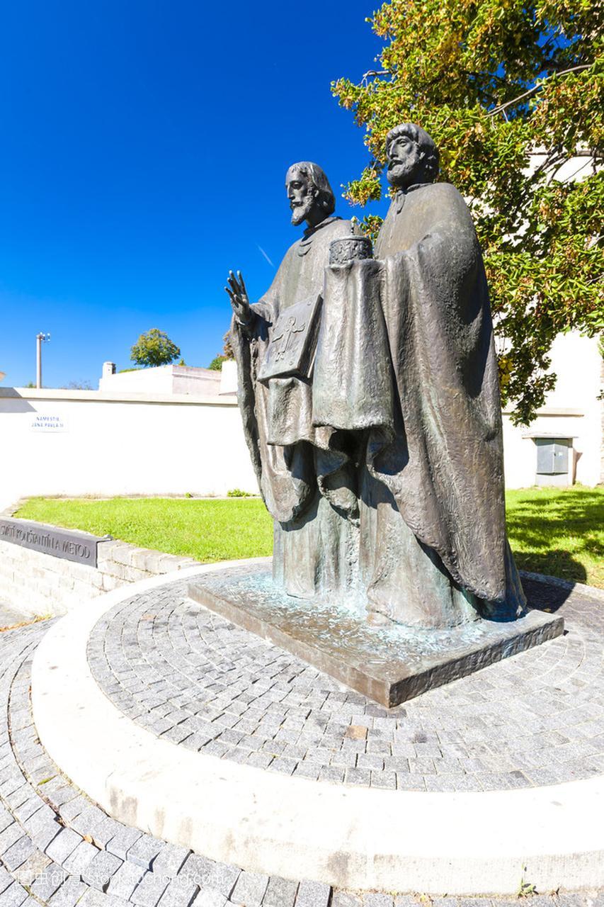 圣徒的雕像西里尔和斯洛伐克尼特拉,迪乌斯美食城盟有加图片