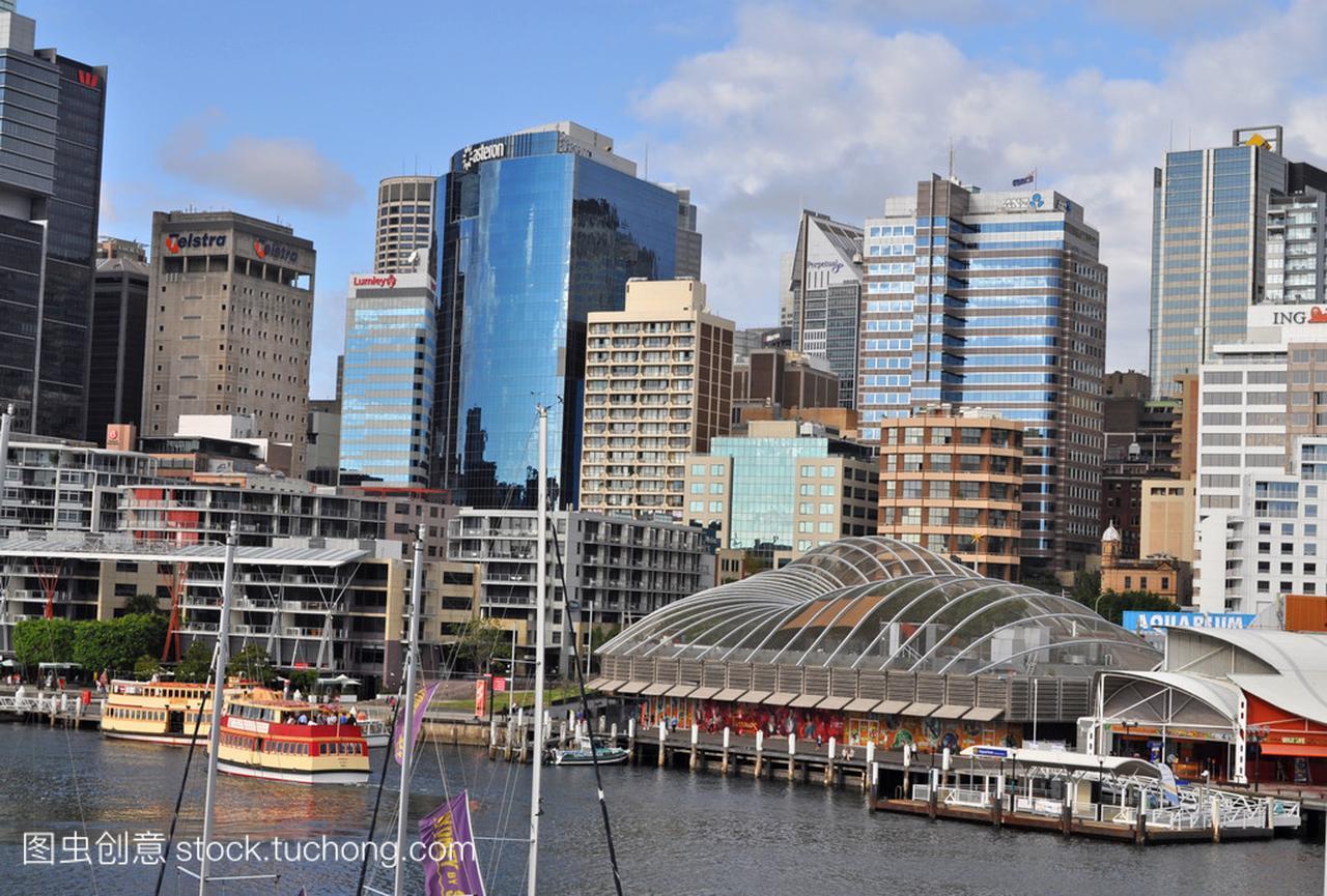 从达令港悉尼的漫画。达令港的悉尼市中心是一强禁父女视图图片