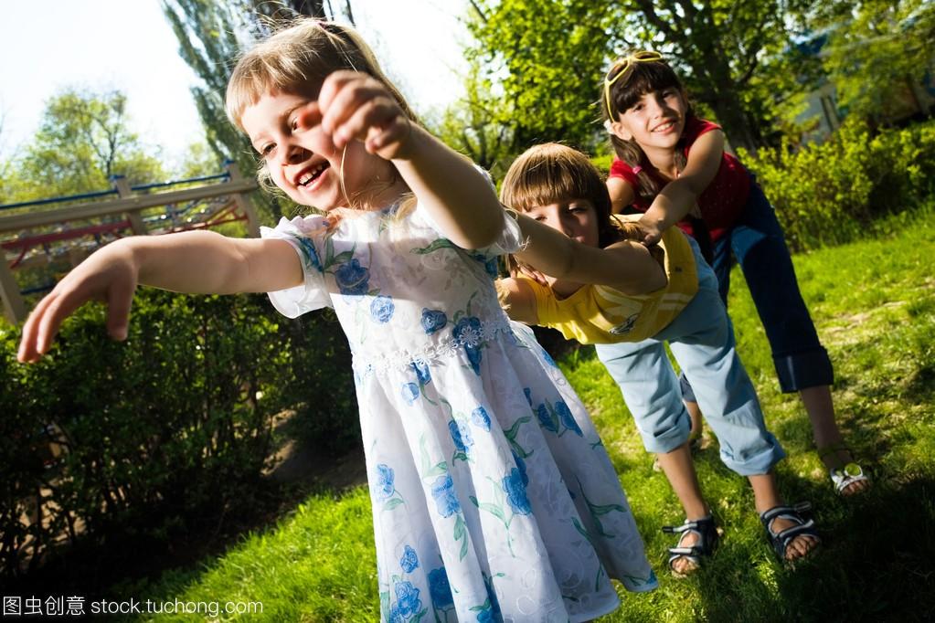 女生和校服在步行珠海女孩男孩图片