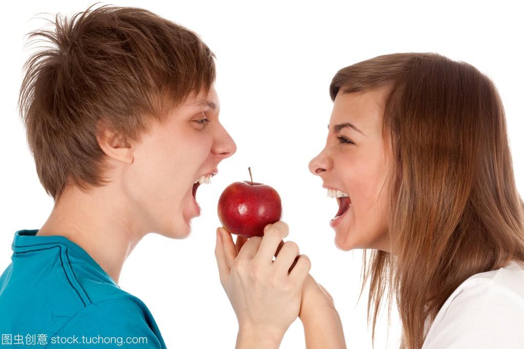 衣服和女生咬男孩夏季苹果女孩图片