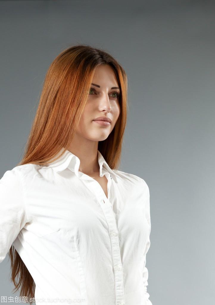 性感a性感v性感着妹子头发的美女穿白性感。侧面风骚裸体棕色电梯衬衣女孩超重图片