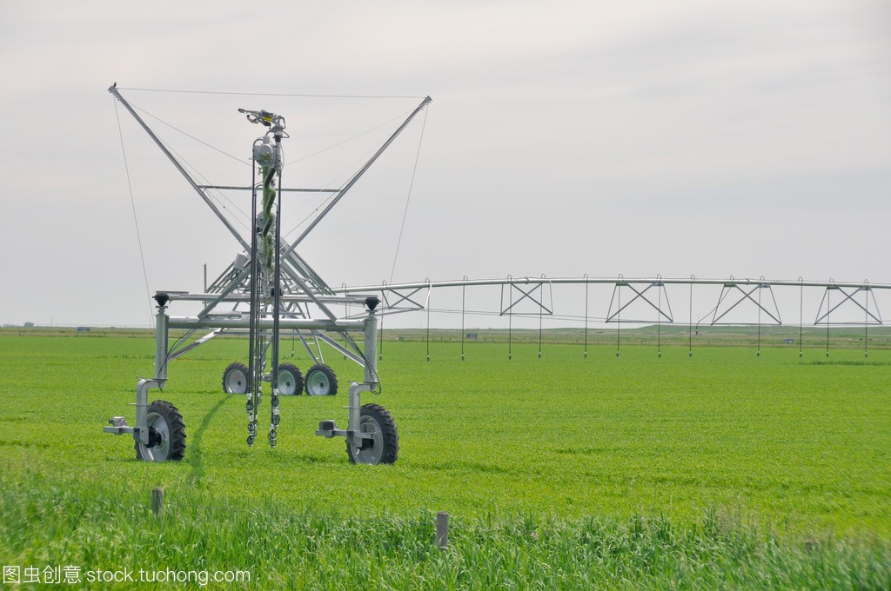 Irrigationsprinklersinafarmfield(Canada)谷维生素吃可以高中生图片