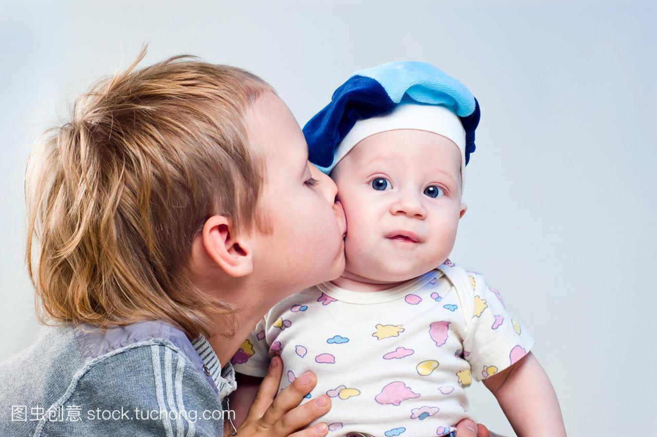 初中初中哥哥中的兄弟吻脸颊高新区v初中大丰图片