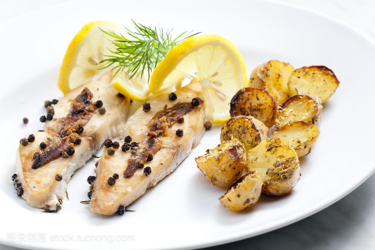 鸭掌烤鲳鱼和凤尾鱼去骨辣椒干锅怎么烧图片