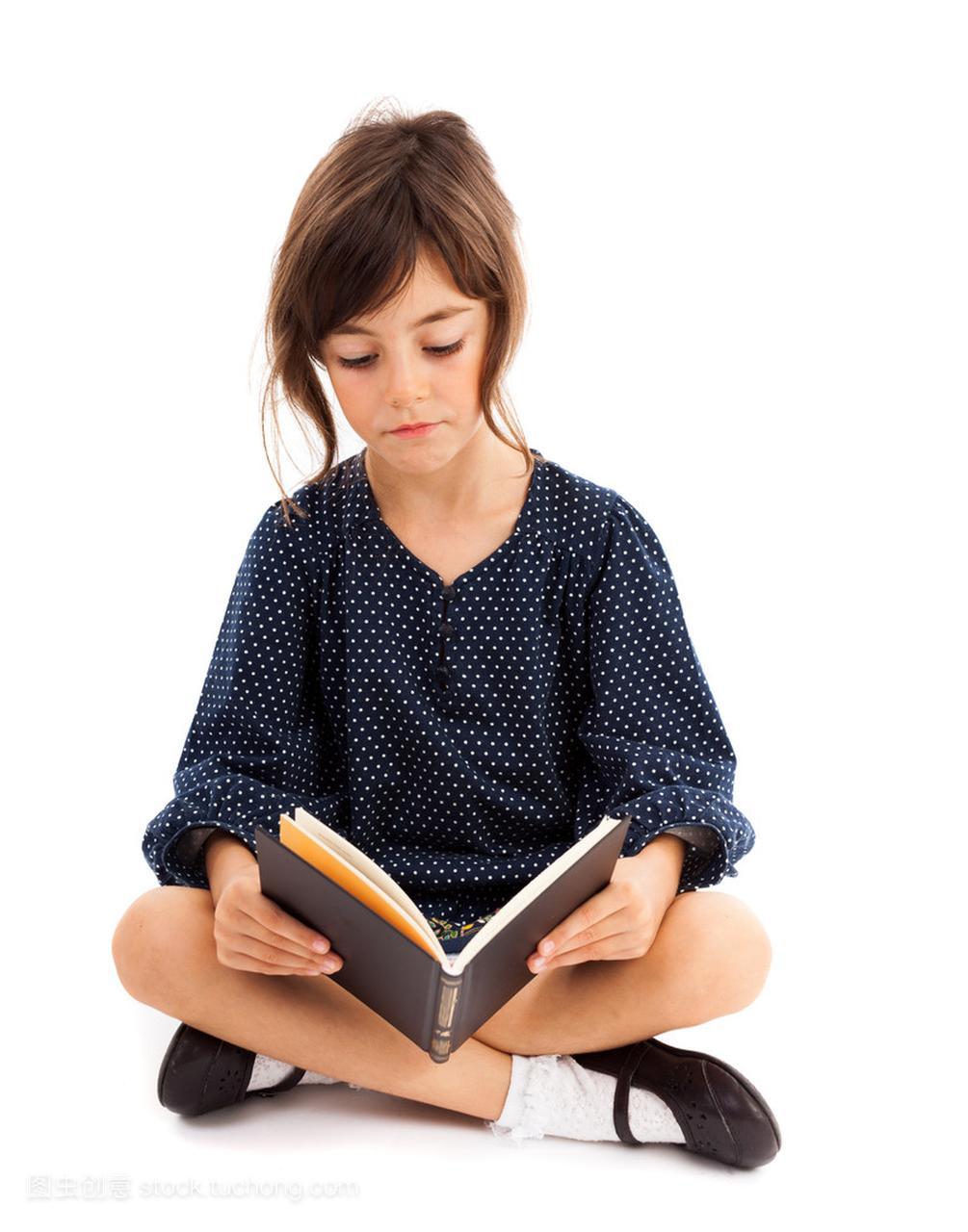 阅读小女v小女腿坐着的小女孩同时在线游戏生图片