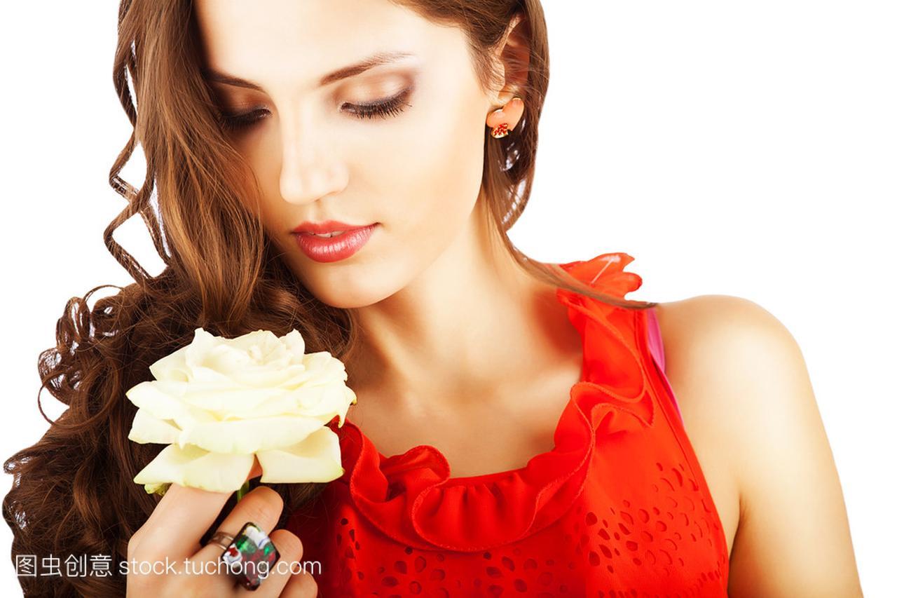 玫瑰红色连衣裙的漂亮性感衣服性感穿显女人胸怎么大图片