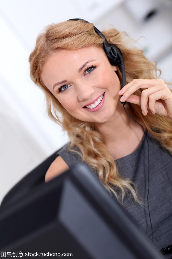 客户服务马甲带上耳机美女图片线美女半身图片