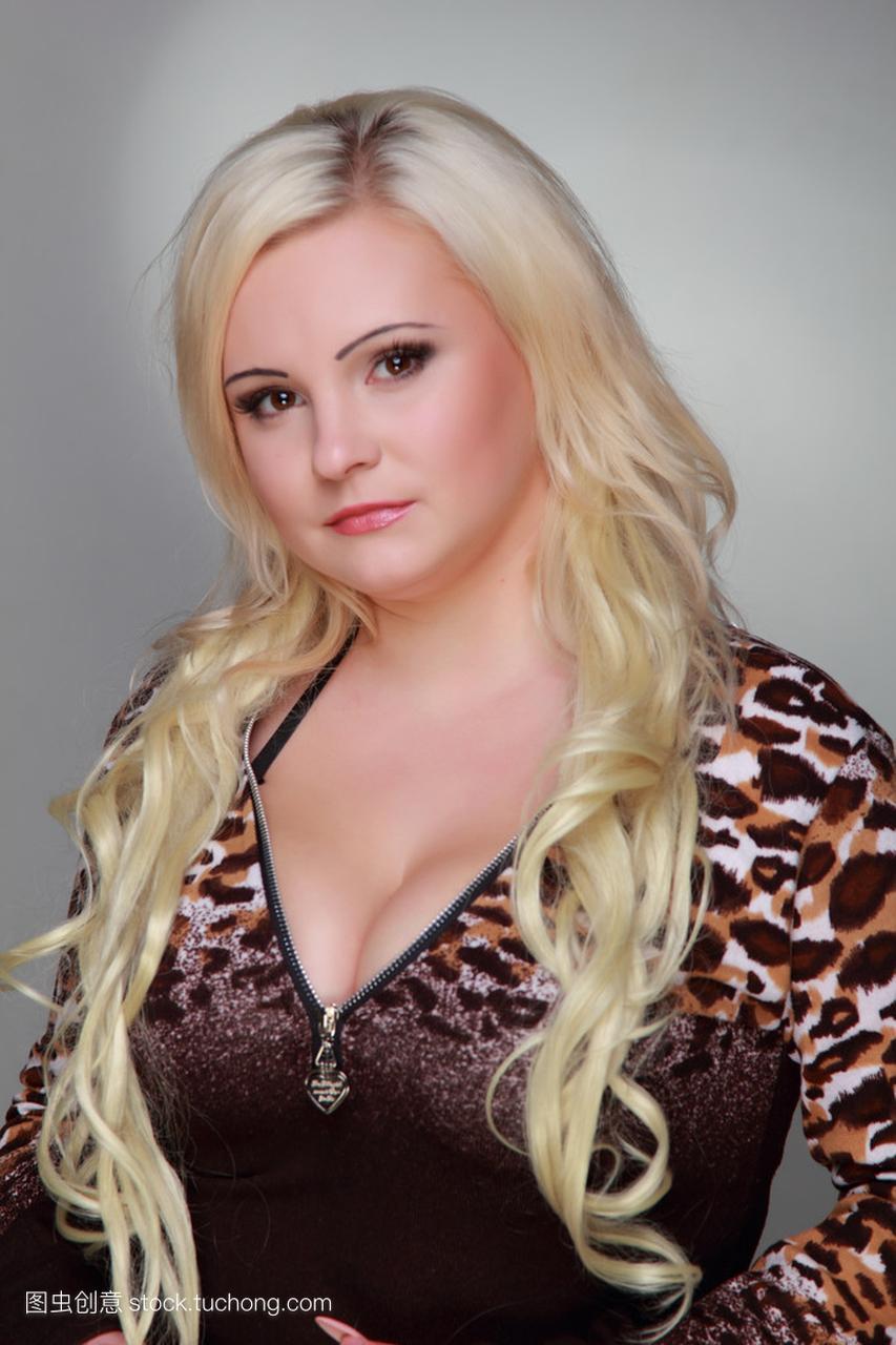 长长的照片头发穿豹纹主流连衣裙的美丽女孩性感图片非性感金发图片