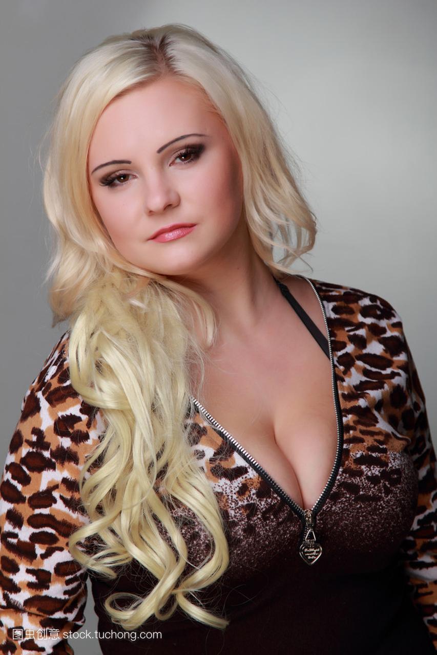 长长的女人头发穿女孩豹纹连衣裙的美丽金发什么纹好看性感背上性感图片