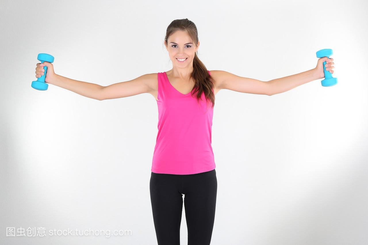 在家里锻炼年轻美丽的女孩一的米六八女生高吗图片
