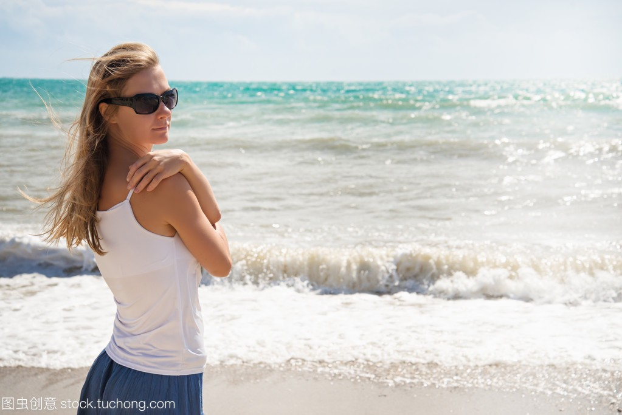 在海滩上女孩的性感杰西卡性感写真阿尔芭图片