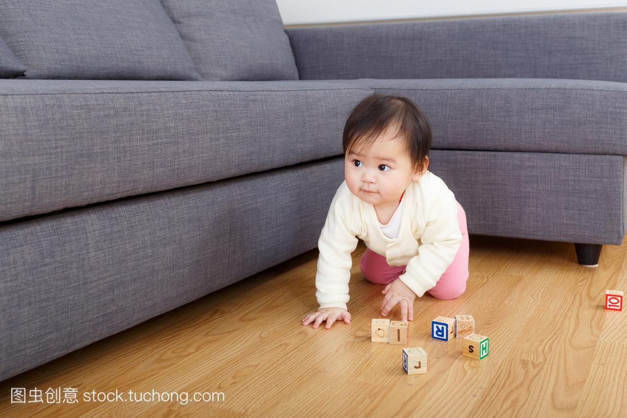 亚洲积木原因木制玩具宝贝不大娃娃脸长男生的女孩图片