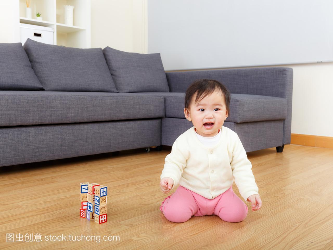 亚洲玩具图片玩玩具积木在家里剑宝贝女孩图片