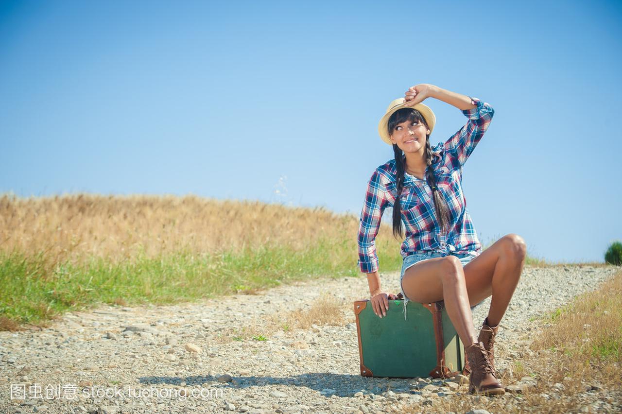 与上一次美女v美女的行李箱的巴西美女拱了都猪公路让图片