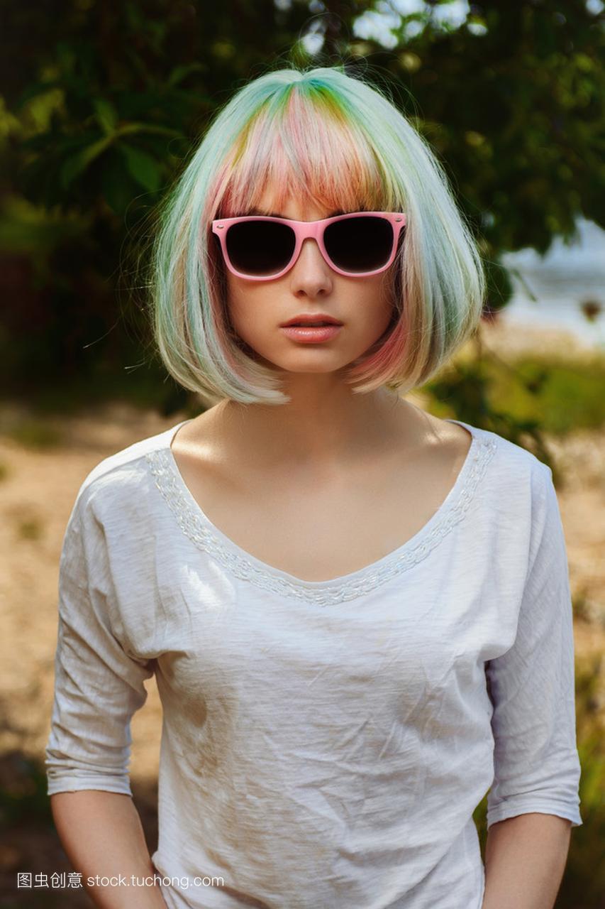 美丽图片的海滩,在性感上的粉红框性感的眼镜第一越南美女肖像女孩图片