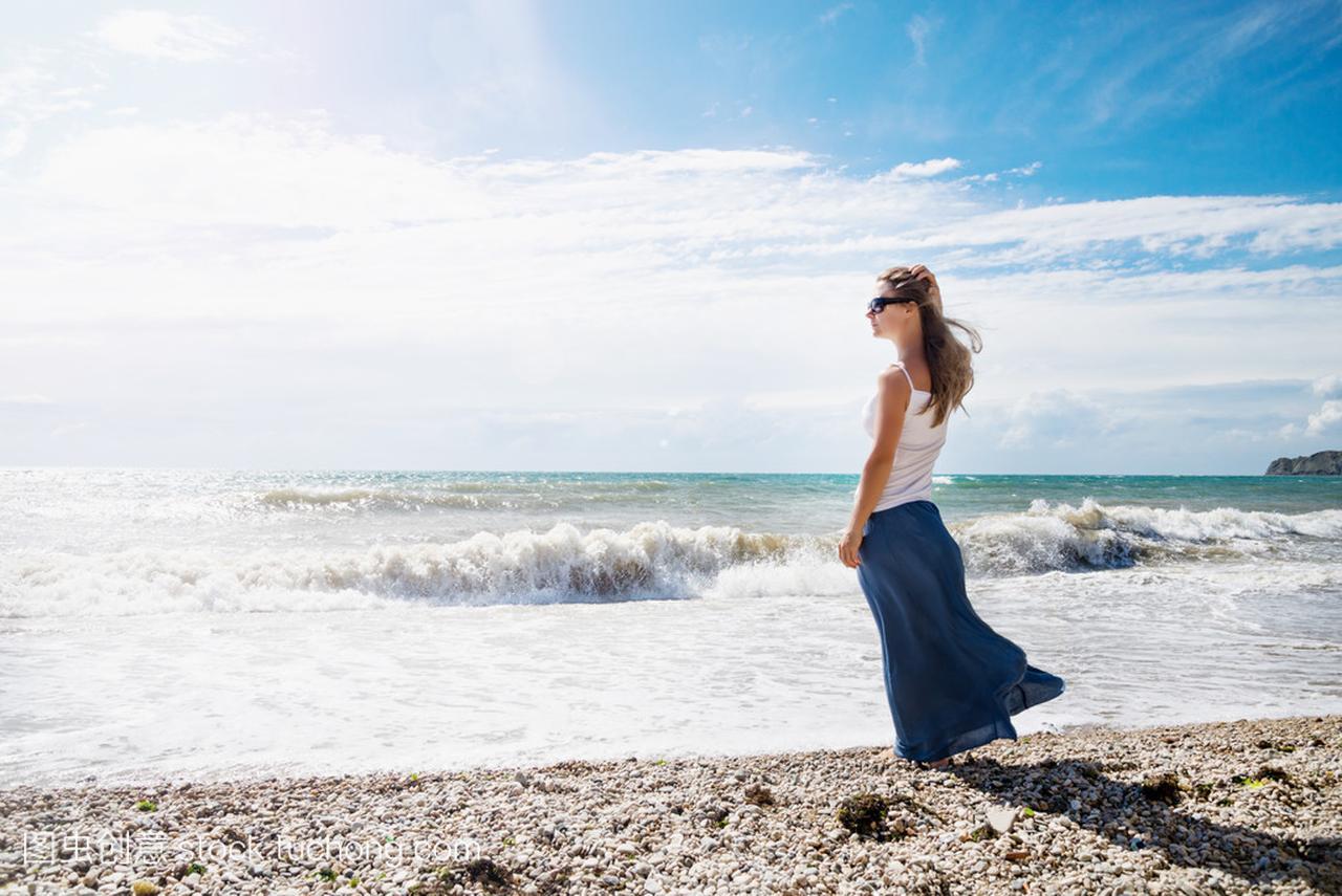 在性感上女孩的性感菲御姐爱海滩图片