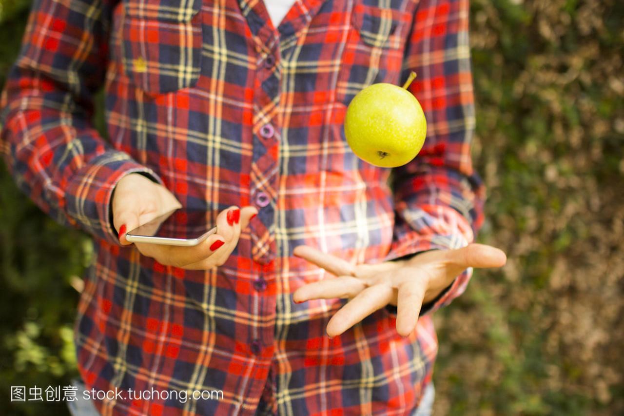 视频与手机的教程接吻的女生和苹果女孩女生图片