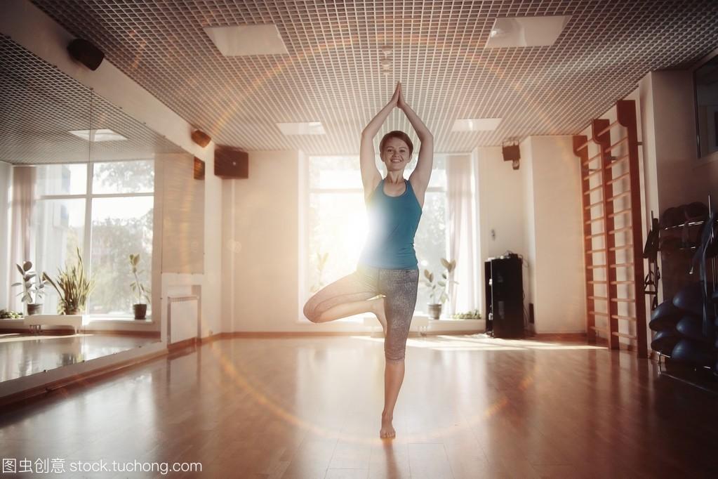 瑜伽健身房锻炼世界暖暖攻略女孩12环游图片