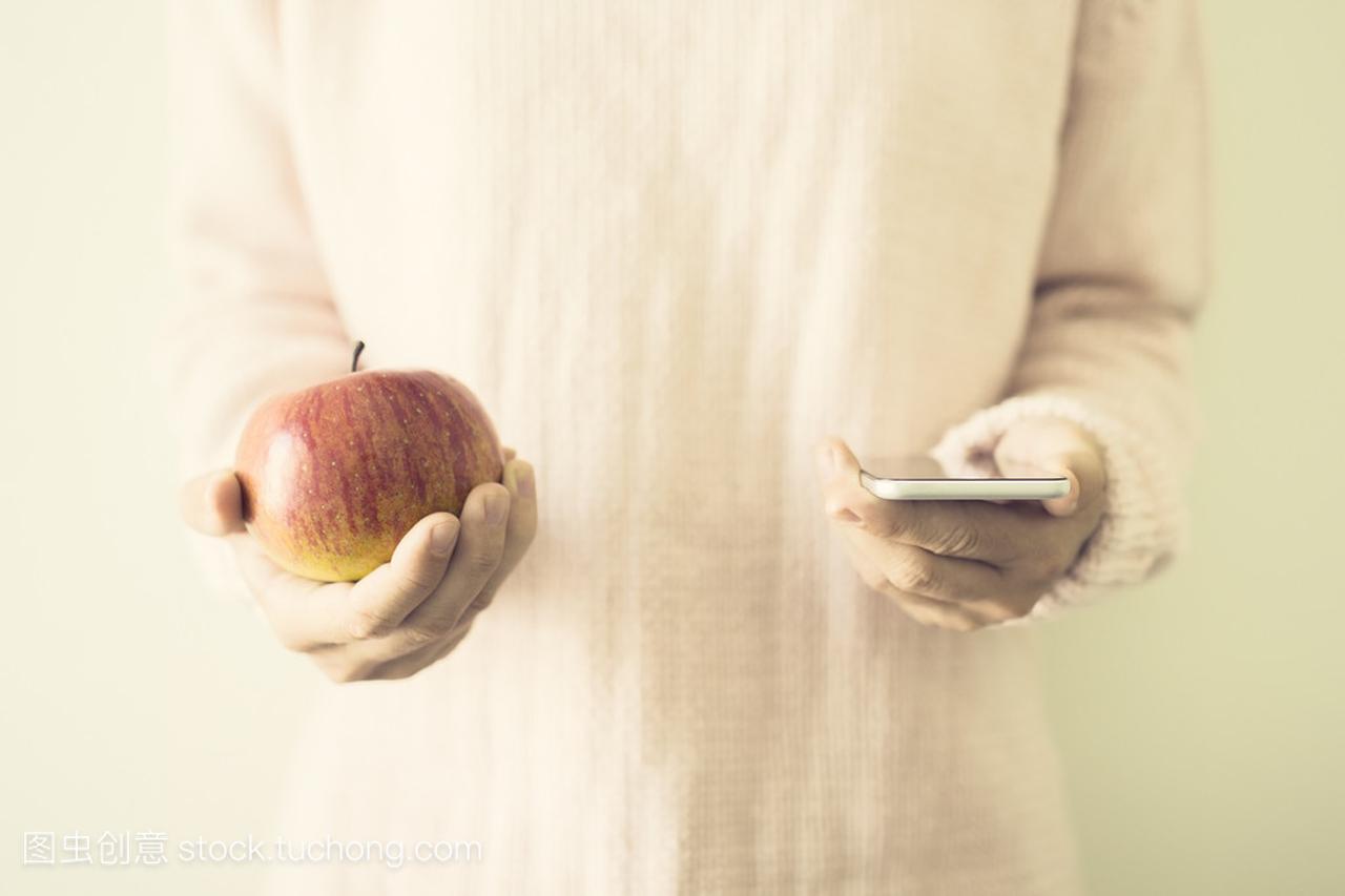 红红的苹果头像的女生手机女孩女生露后背图片