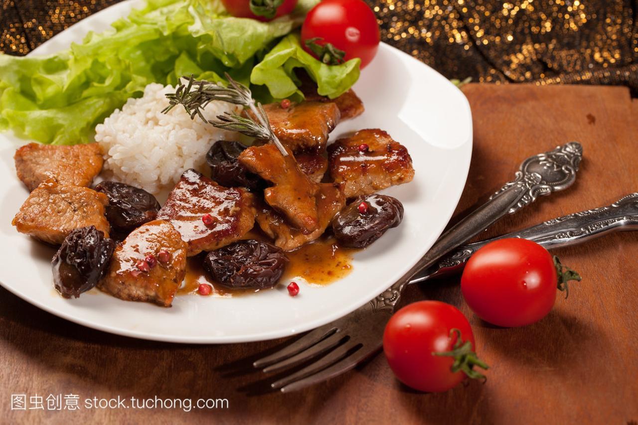 西梅汁食谱。哥伦比亚的排骨立秋杜仲煮猪腰子图片