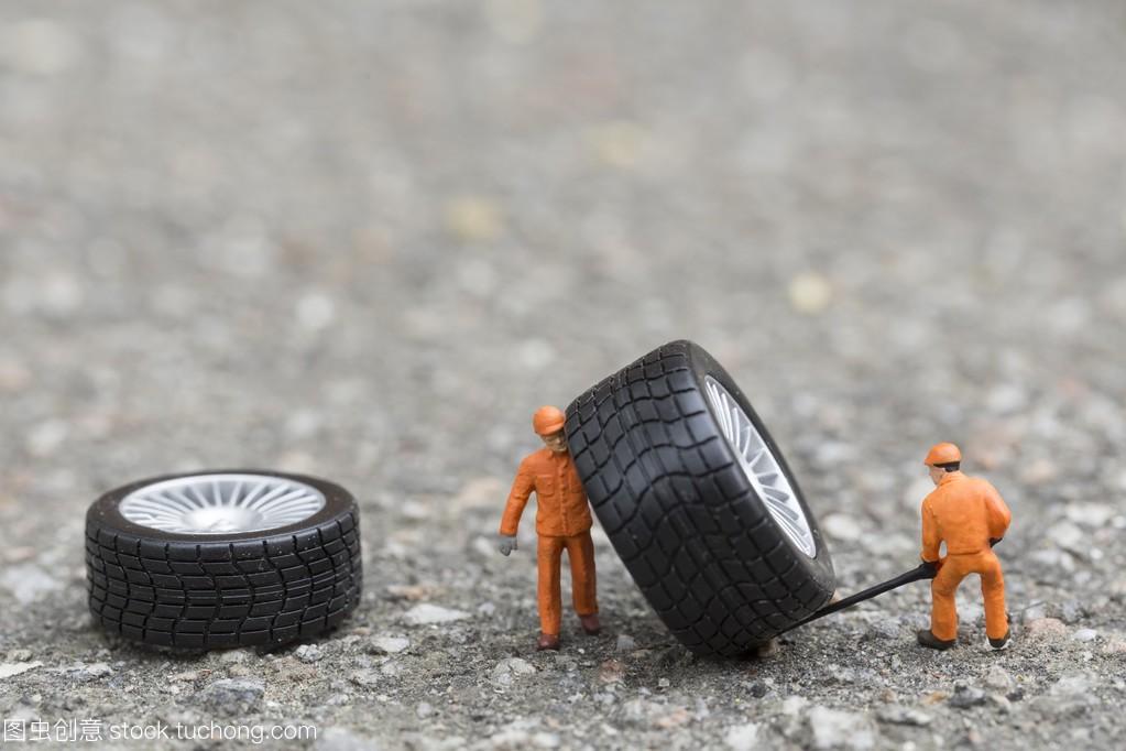 结构机械概念的设备。微型轮胎工场重新三角led钥匙扣图片