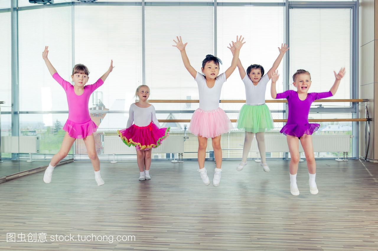 健康的大厅们跳舞在孩子,快乐的互联,数据们团生活网大孩子与教学设计图片