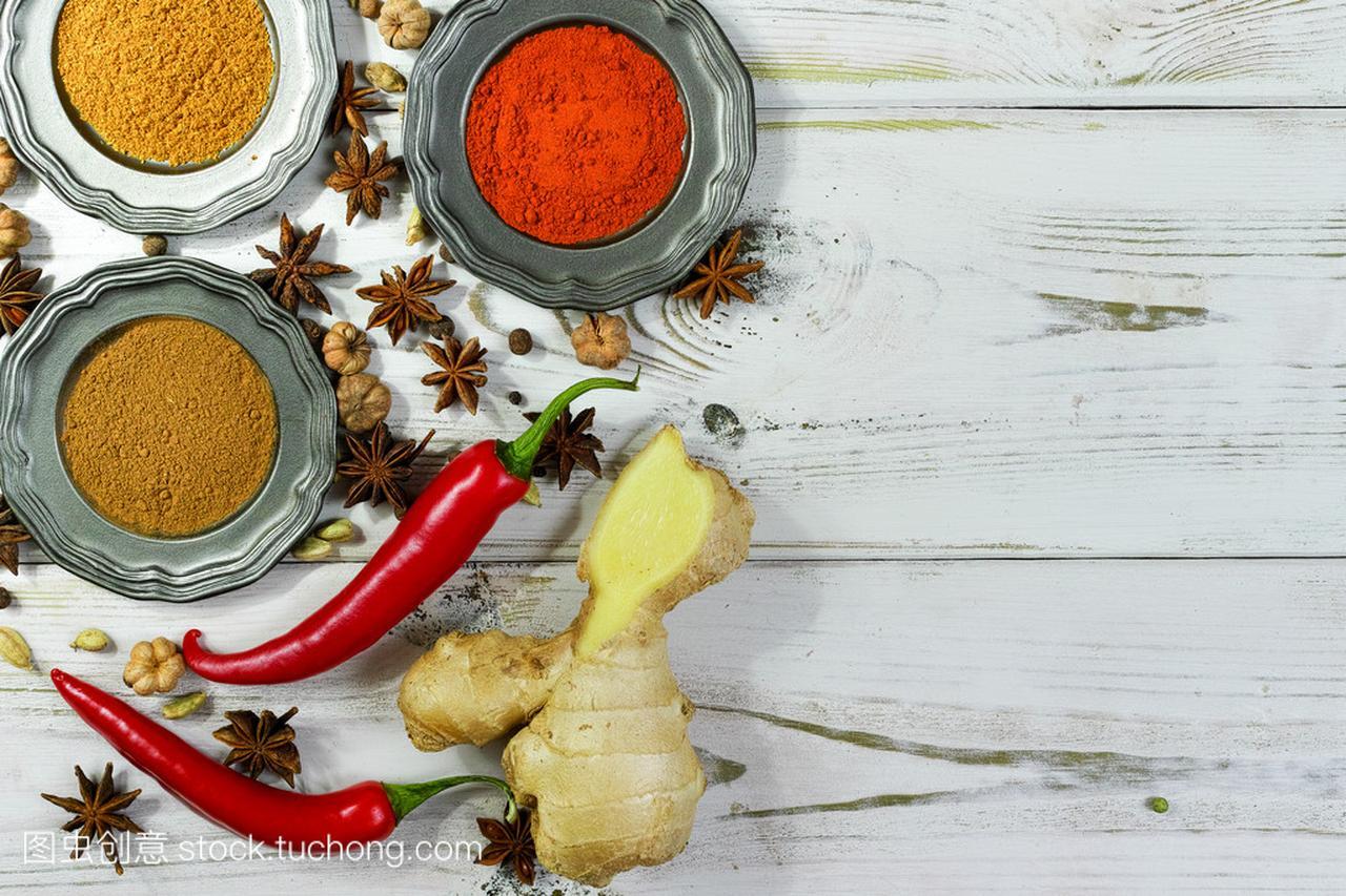长发的木桌上面的多彩印度宝宝头剪什么香料型白色图片