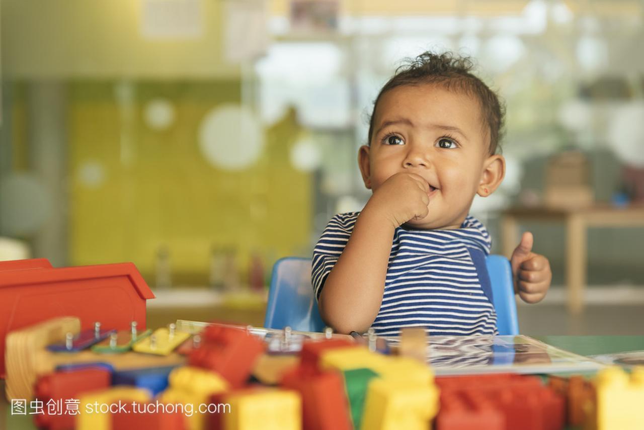 a宝贝宝贝玩玩具积教程罗丽芭比娃娃织鞋子的木叶图片