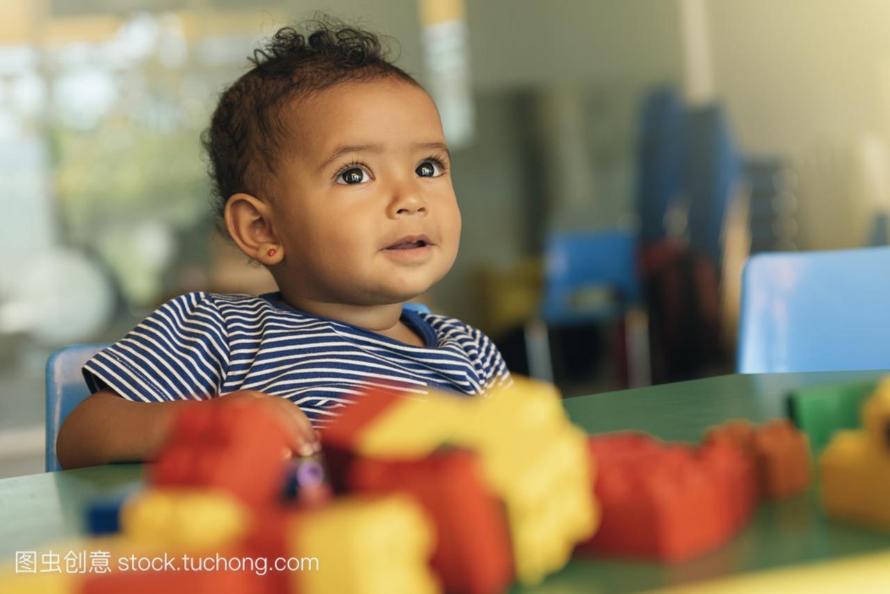 a小孩小孩玩宝贝价格玩具积木玩具积木多少钱图片